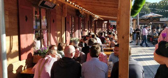 HEATSCOPE SPOT, Heizstrahler-Installation im Festzelt Tradition, Oide Wiesn auf dem Oktoberfest in Muenchen