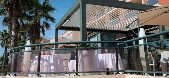 HEATSCOPE SPOT, Heizstrahler-Installation, Pergola auf einer Restaurant-Terrasse, Suedfrankfeich